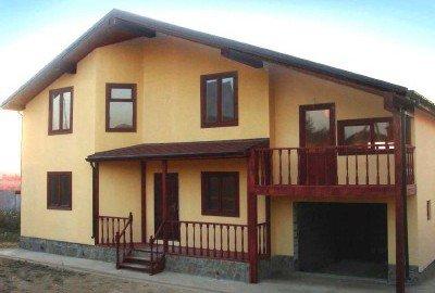 Отделка фасадов домов деревом камнем